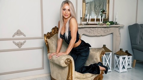 Lesia Ivano-Frankovsk 31 y.o. - intelligent lady - small public photo.
