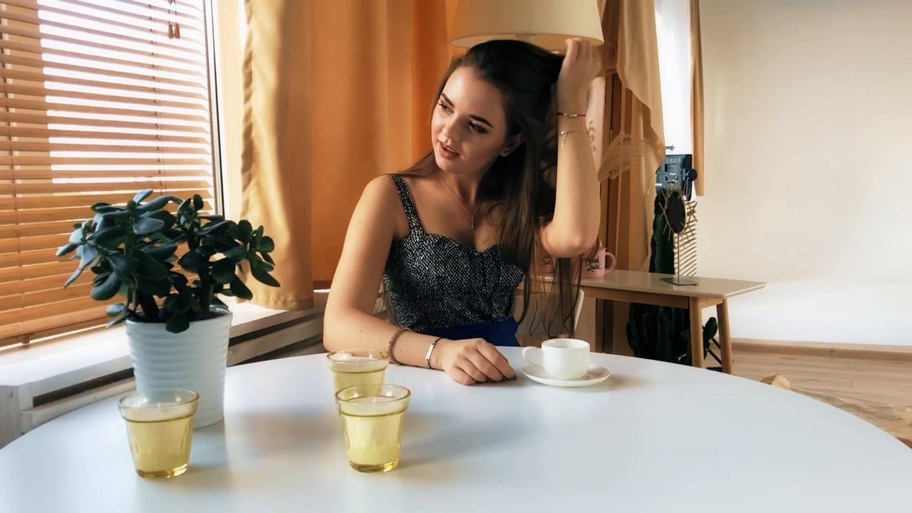 Yana Nikolaev 22 y.o. - intelligent lady - small public photo.