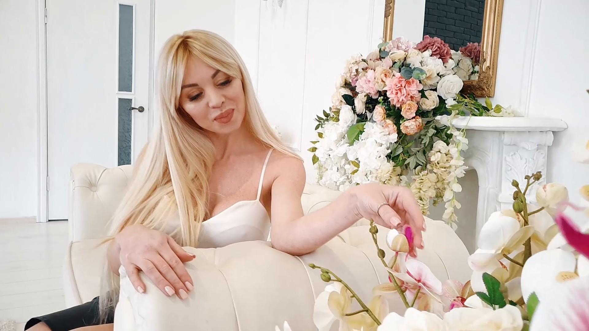 Tanyusha Ivano-Frankovsk 40 y.o. - intelligent lady - small public photo.