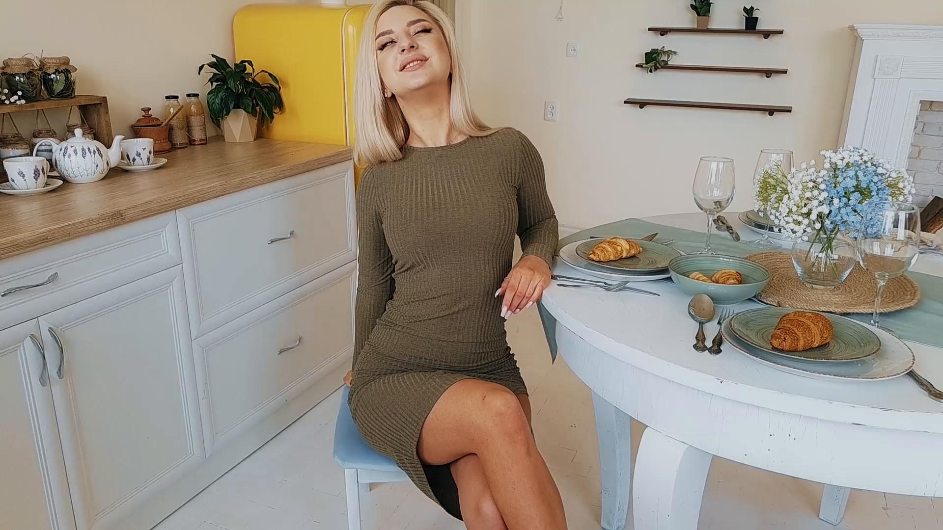 Ksyusha Ivano-Frankovsk 20 y.o. - intelligent lady - small public photo.