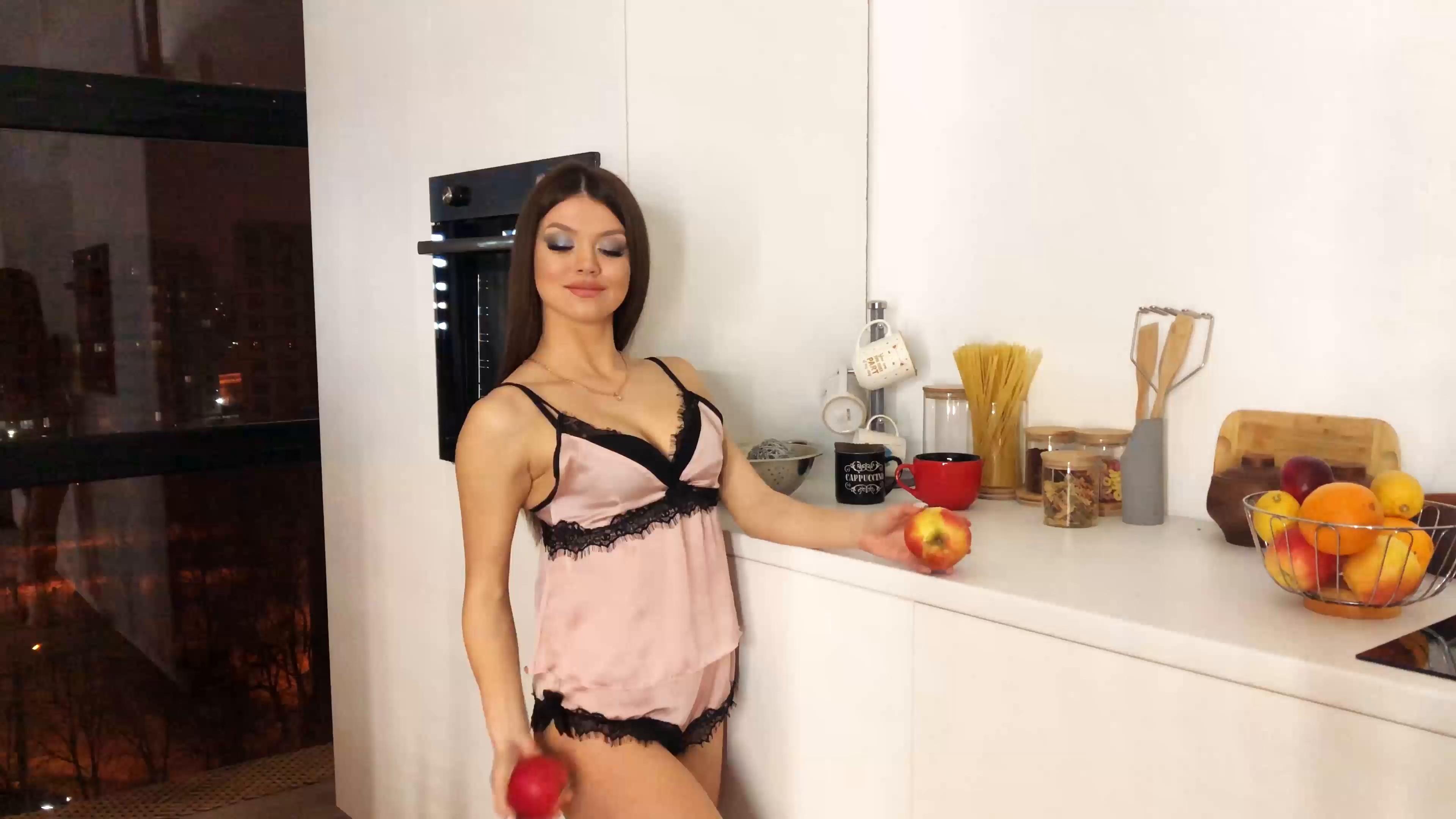 Yana Kharkov 26 y.o. - intelligent lady - small public photo.