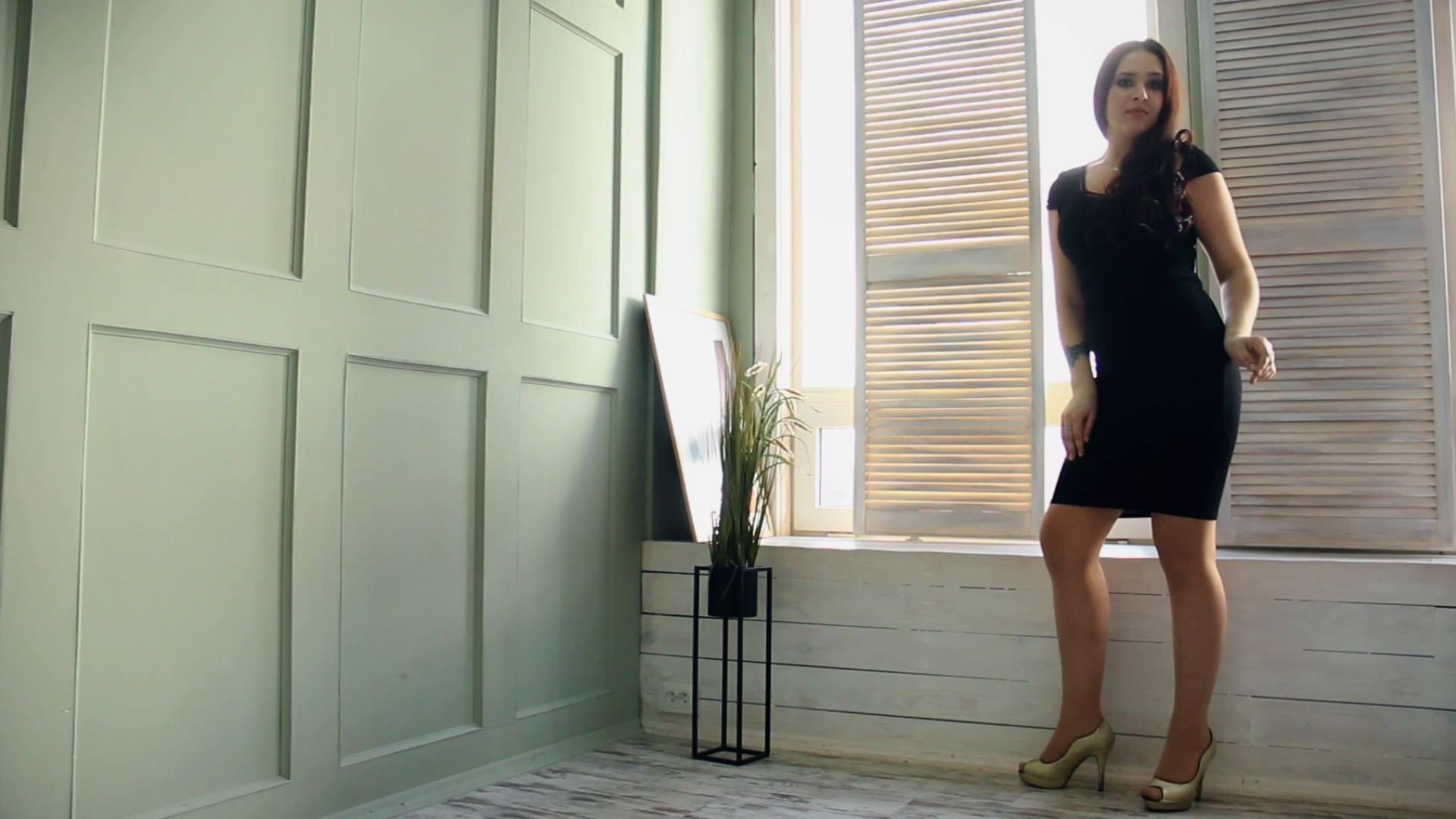 Karina Zaporozhye 24 y.o. - intelligent lady - small public photo.